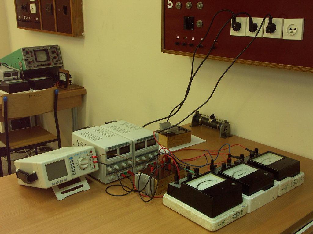 Laboratorium elektrotechniki i elektroniki