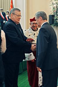 """Prof. dr hab. Stanisław Gach odznaczony """"Złotym Krzyżem Zasługi"""""""